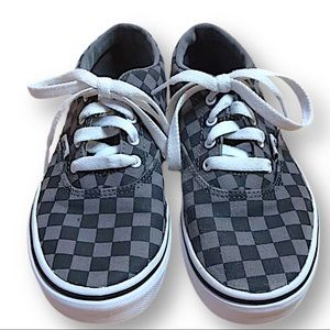 Vans checked gray and black sneakers youth 3